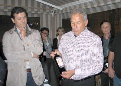 Jesús González, propietario de la Bodega El Lagar de las Puntillas, presentando Supinum