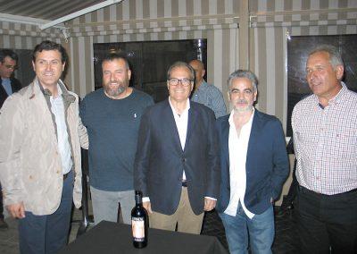 De derecha a izquierda,  Jesús González, propietario bodega, Juan Alvarez, José Miguel Fdez., Jorge Muñoz y Miguel Angel García
