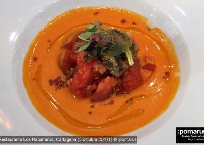 Ensalada de tomates setas de verano y jamón de chato