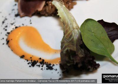 Tosta de chipiron con cremoso de berenjena , pasas , miel y aceite de perejil IMG_2808