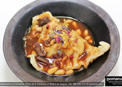 Ravioli artesanal de vaca vieja (foie demiglass, con hueso de la riñonada)