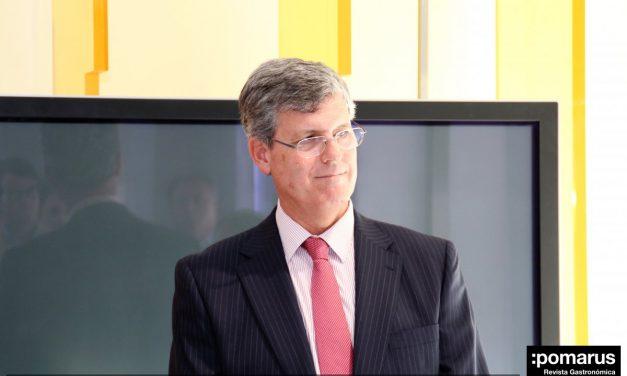 Entrega de cuadro a D. Joaquín García-Stan, director de REPSOL