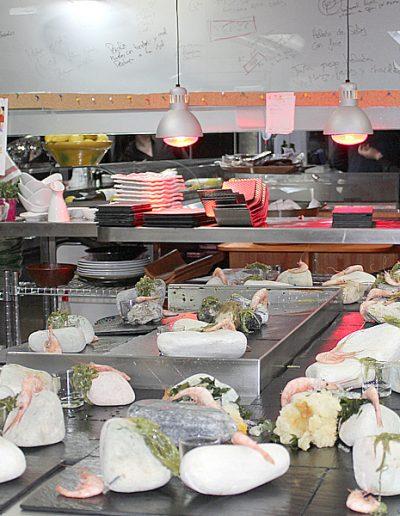 Montaje en la cocina del Restaurante Borrego