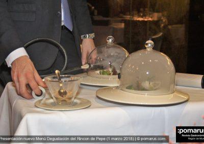 Tierra: Menestra de verduras sobre cremoso de patata y yema rota