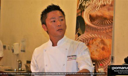 El chef japonés Kosei Takakura imparte una clase de cocina japonesa con pescado de la Región en el CCT