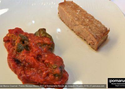 Atún a la barbacoa con pimientos y tomate frito