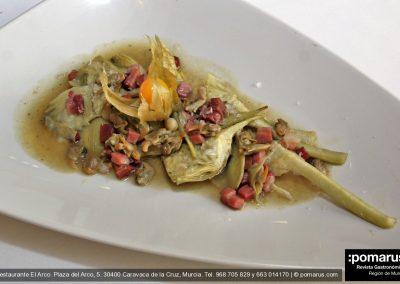 Alcachofas con berberechos y jugo de jamón ibérico