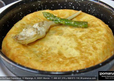 """Tortilla """"Carlos Hubert"""": Patatas, alcachofas y espárragos al aroma de trufa blanca"""