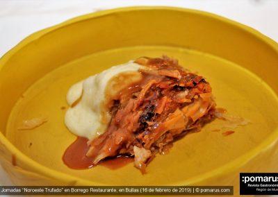 Pastel de carne estilo inglés con parmentier trufada y salsa mitaki