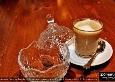 Café con trufa de chocolate