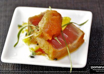 Tataki de atún con helado de tikka Masala