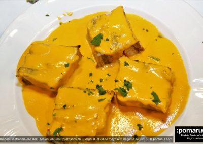 Pastel de berenjena y bacalao con salsa de piquillos