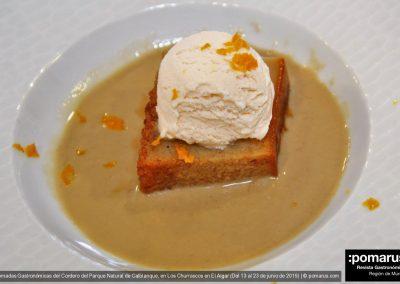Pan de café con sopa de regaliz y helado de vainilla