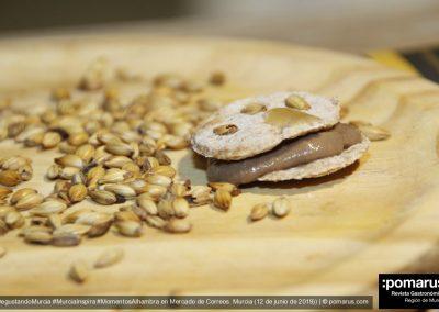 Galletas hojaldradas de Malta con parfait de pollo feliz