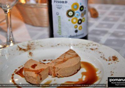 Paté de pato (Duck pate) con Diorama Chardonay al fondo