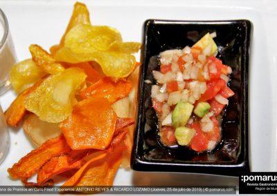 Ajo blanco de coco + chips de verdura con guacamole