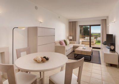 20190804_SHE_MJVSI_Guestroom_Suite_Livingroom_OBST