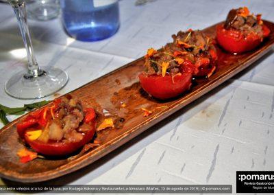 Tomatitos rellenos de pimientos asados y salazones